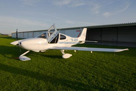 Moderní - Cirrus SR20